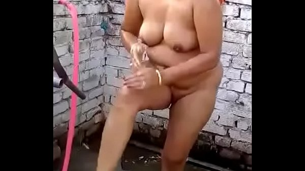 Indian bhabhi, Muslim, Bath