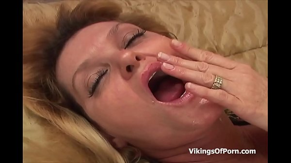 Moms, Busty mom, Mom anal, Anal busty