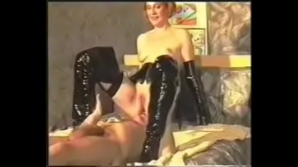 Leather, Femdom pissing
